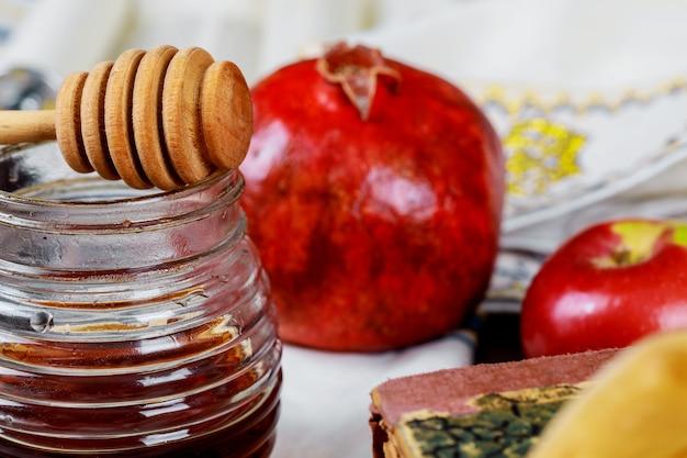 Miel, pomme et grenade pour les symboles de fête traditionnels rosh hashanah jewesh holiday Photo Premium