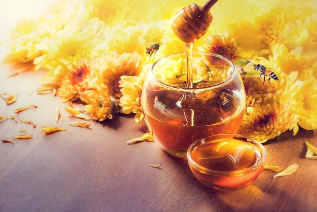 Miel en pot de verre Photo Premium
