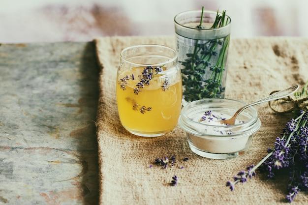 Miel Et Sucre Aromatisé à La Lavande Photo Premium