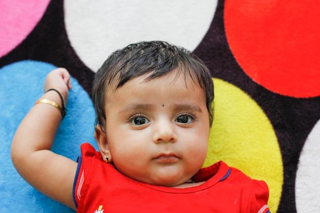 Mignonne petite fille indienne Photo Premium