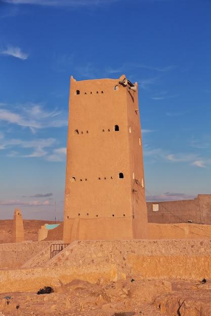 Le Minaret De La Ville De Ghardaïa, Désert Du Sahara, Algérie Photo Premium