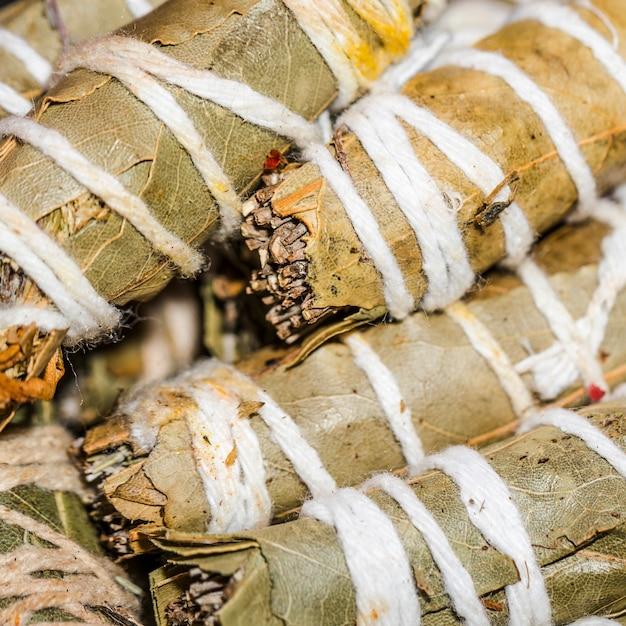 Mini bâtons de badigeon santa yerba Photo gratuit