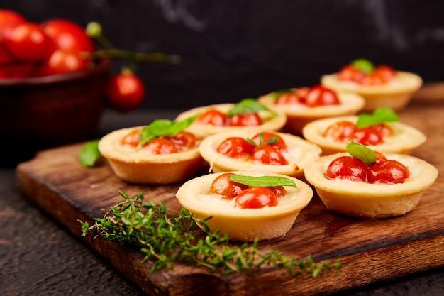 Mini Tartes Aux Tomates Cerises Photo Premium