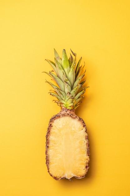 Mise en page créative à l'ananas, style minimal. lay plat. Photo Premium
