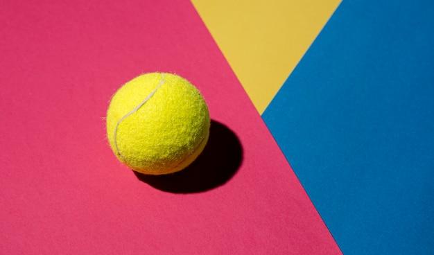 Mise à Plat De Balle De Tennis Avec Espace Copie Photo gratuit