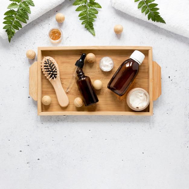 Mise à Plat De La Bouteille D'huile Essentielle Naturelle Photo gratuit