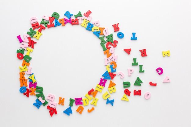 Mise à Plat Du Concept De Cadre Alphabet Coloré Photo gratuit