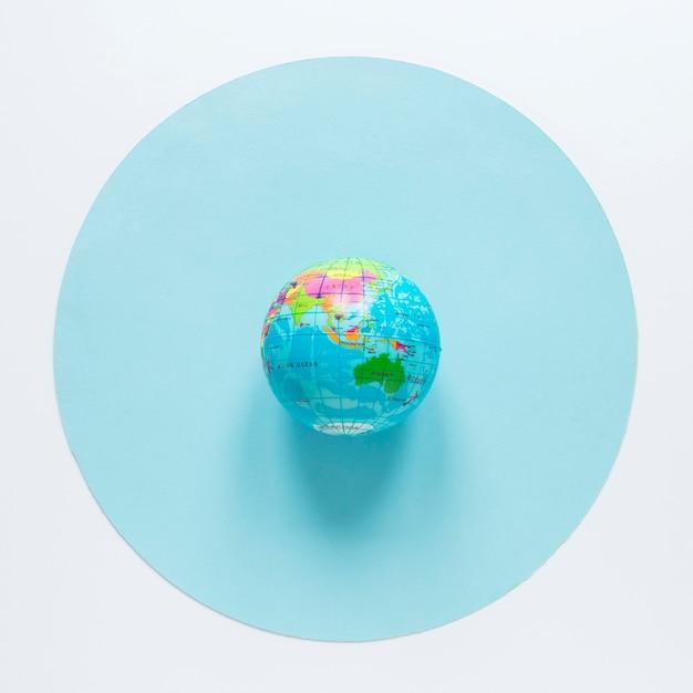Mise à Plat Du Globe Sur Le Cercle Photo gratuit