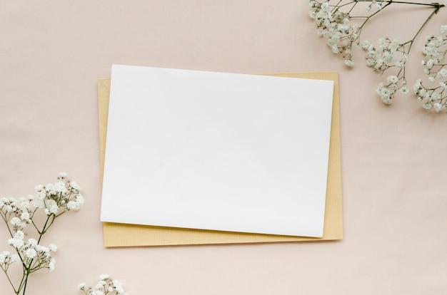 Mise à Plat D'invitation De Mariage Minimaliste Photo gratuit