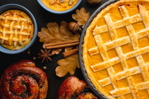 Mise à Plat De Tarte à La Citrouille Pour Thanksgiving Photo gratuit