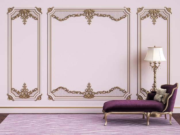 Mobilier Classique Dans Un Intérieur Classique Avec Espace Copie. Murs Roses Avec Moulures Dorées Photo Premium