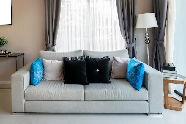 Mobilier de style vintage classique situé dans un salon. intérieur du salon dans la maison. Photo Premium