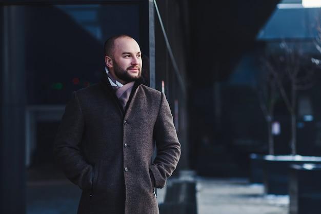 Mode Beau Jeune Homme à La Mode D'hiver Photo Premium