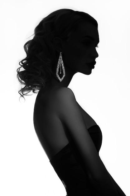 Mode beauté femme blonde nue au cou de bijoux Photo Premium