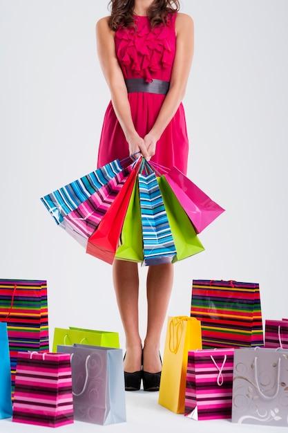 Mode Femme Tenant Des Sacs à Provisions Photo gratuit
