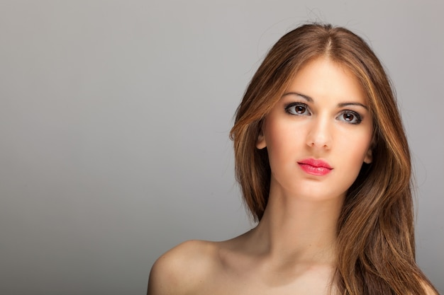 Mode portrait d'une belle femme Photo Premium