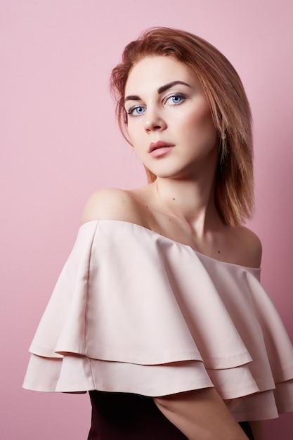 Mode Portrait De Belle Fille, Peau De Visage Propre, Beauté Naturelle. Photo Premium