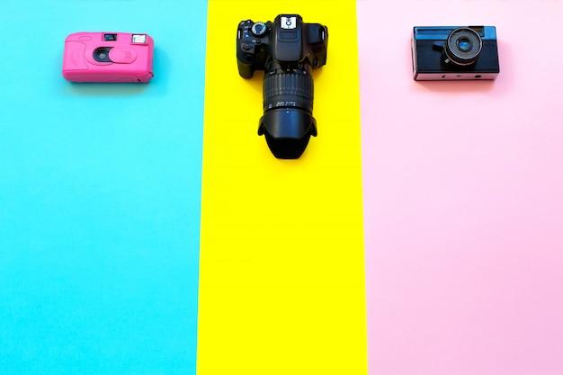 Mode trois caméras sur jaune, bleu et rose. Photo Premium