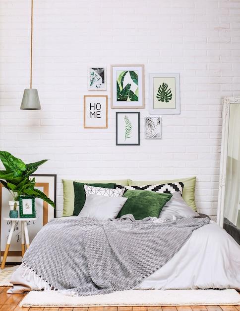 Modèle de chambre à coucher maison style intérieur blanc vert ...