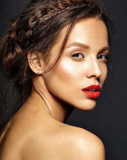 Modèle Féminin Avec Un Maquillage Quotidien Frais | Photo Gratuite