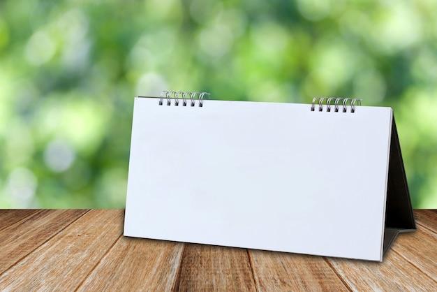 Modèle de maquette de calendrier de bureau blanc blanc Photo Premium