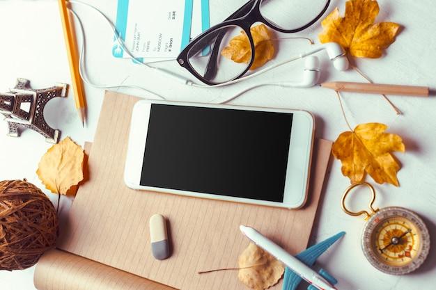 Modèle de maquette smartphone vue de dessus avec écran noir Photo Premium