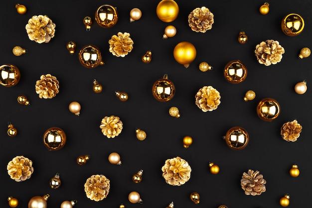Modèle de noël de décorations de vacances sur fond sombre Photo Premium
