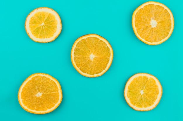 Modèle d'oranges juteuses tranchées Photo gratuit