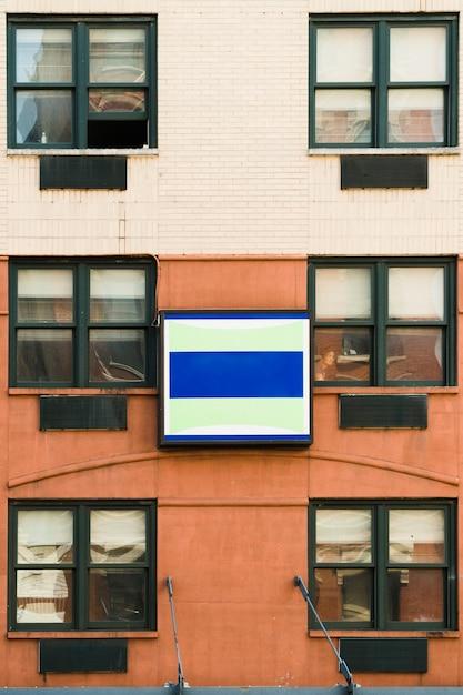 Modèle de panneau d'affichage en milieu urbain Photo gratuit