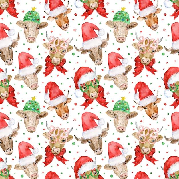 Modèle Sans Couture De Nouvel An Avec Des Têtes De Taureaux Mignons Dans Le Père Noël Et Des Chapeaux Tricotés Photo Premium