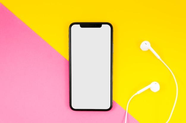 Modèle De Smartphone De La Vue De Dessus Sur L'espace De Travail Photo Premium