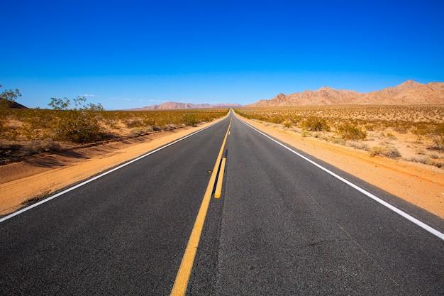 Mohave desert par la route 66 en californie, aux états-unis Photo Premium