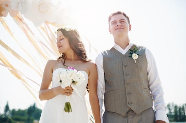 Moment émotionnel du jour du mariage Photo Premium