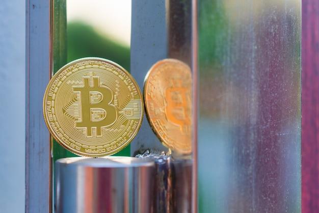 Monnaie numérique bitcoin or physique Photo Premium