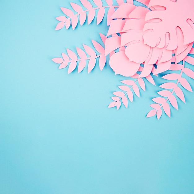 Monstera Rose Feuilles Cadre Avec Fond Bleu Espace Copie Photo gratuit