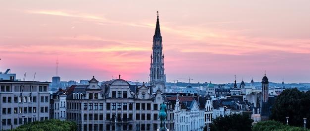 Le mont des arts au coucher du soleil à bruxelles belgique Photo Premium