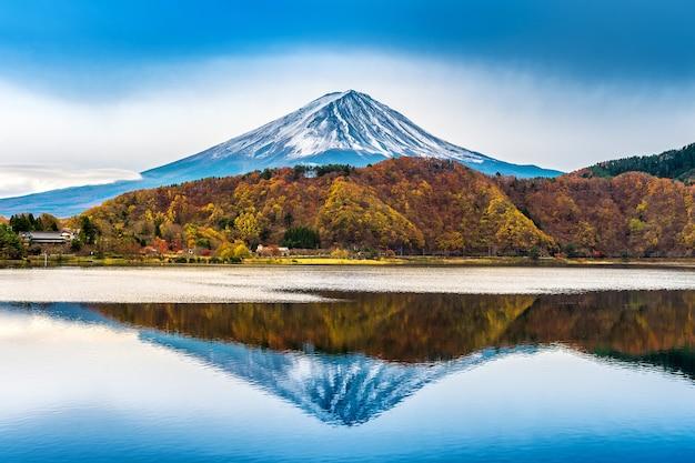 Mont Fuji Et Lac Kawaguchiko Au Japon. Photo gratuit