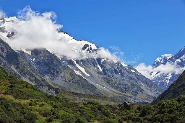 La montagne dans la vallée de hooker, nouvelle zélande Photo Premium