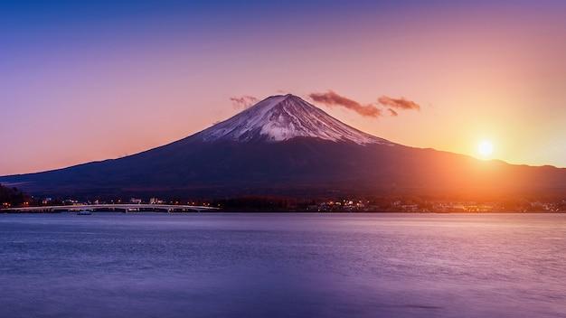 Montagne Fuji Et Lac Kawaguchiko Au Coucher Du Soleil, Saisons D'automne Montagne Fuji à Yamanachi Au Japon. Photo gratuit