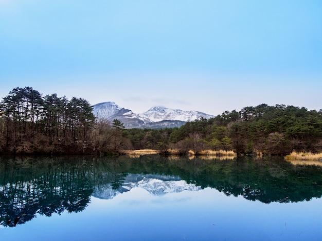 Montagne et lac, fukushima, japon Photo Premium