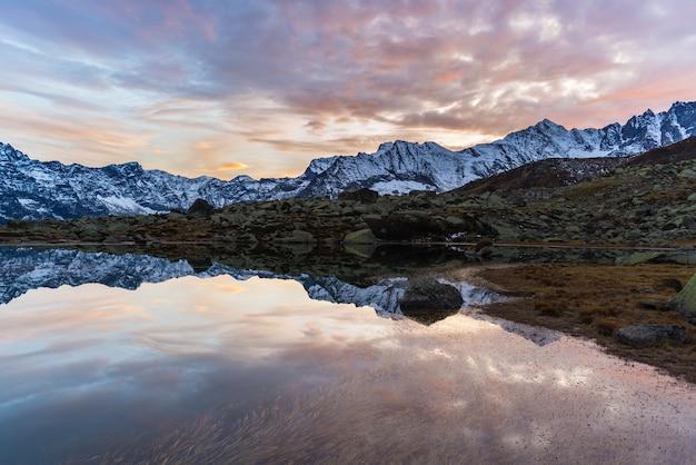 Montagnes rocheuses alpines Photo Premium