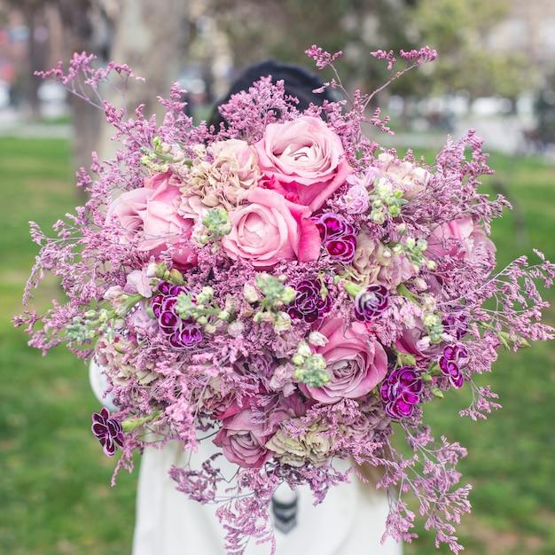 Montrant un bouquet de fleurs pourpre dans le jardin Photo gratuit