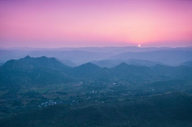 Monts aravalli, udaipur Photo Premium