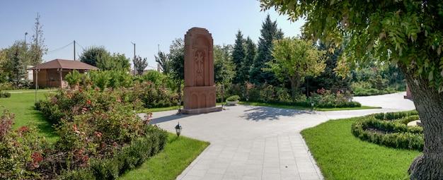 Monument dans l'église apostolique arménienne à odessa, ukraine Photo Premium