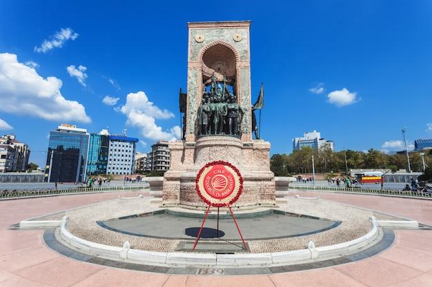 Monument, place taksim Photo Premium
