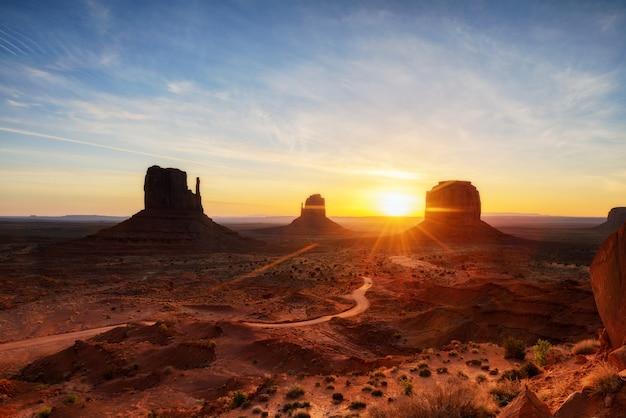 Monument valley, parc tribal, arizona, utah, états-unis Photo Premium