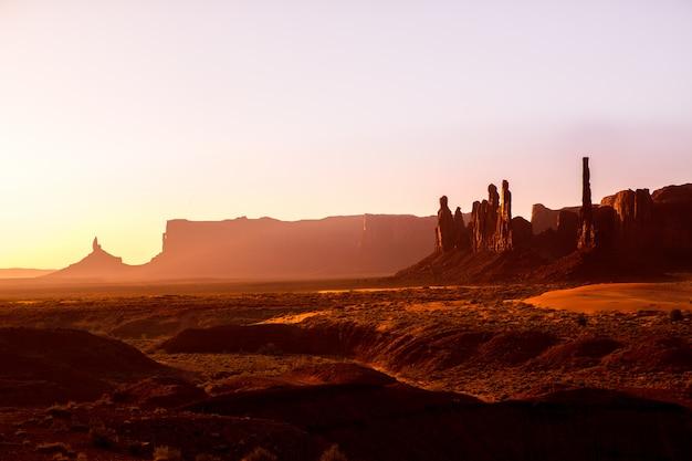 Monument valley totem pole lever du soleil, utah Photo Premium