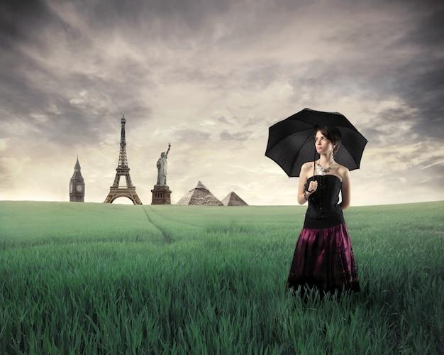 Monuments historiques et une femme élégante Photo Premium