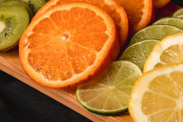 Moody fruit nature morte Photo gratuit