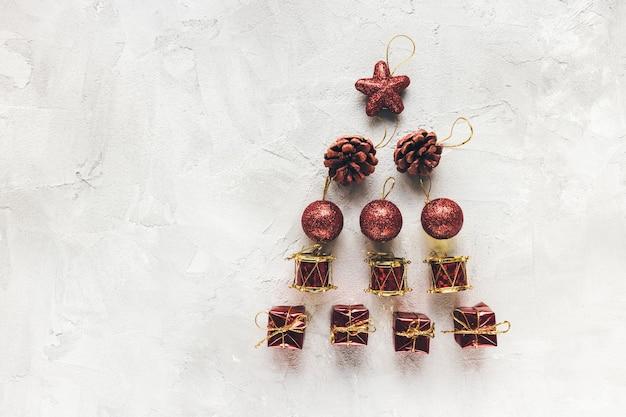 Moody Vacances D'hiver Fond Rouge Et Blanc Avec Décoration De Vacances. Contexte Abstrait Festif. Célébration De Noël, Concept De Fête Du Nouvel An Photo Premium